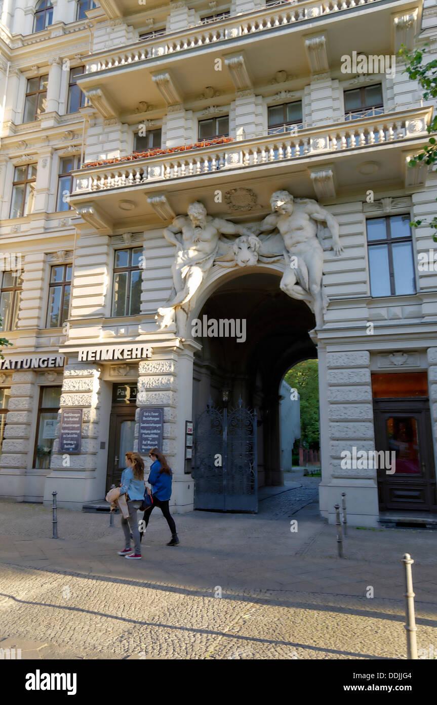Architettura archway , giganti, 1891, Kreuzberg di Berlino, Germania Immagini Stock