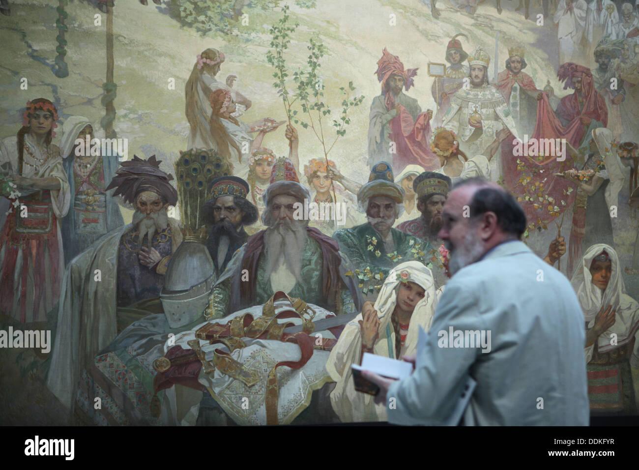"""Dipinto 'l'incoronazione del Tsar serbo Stefan Dusan' dal ciclo """" slave """" epica dipinta da Alfons Mucha. Immagini Stock"""