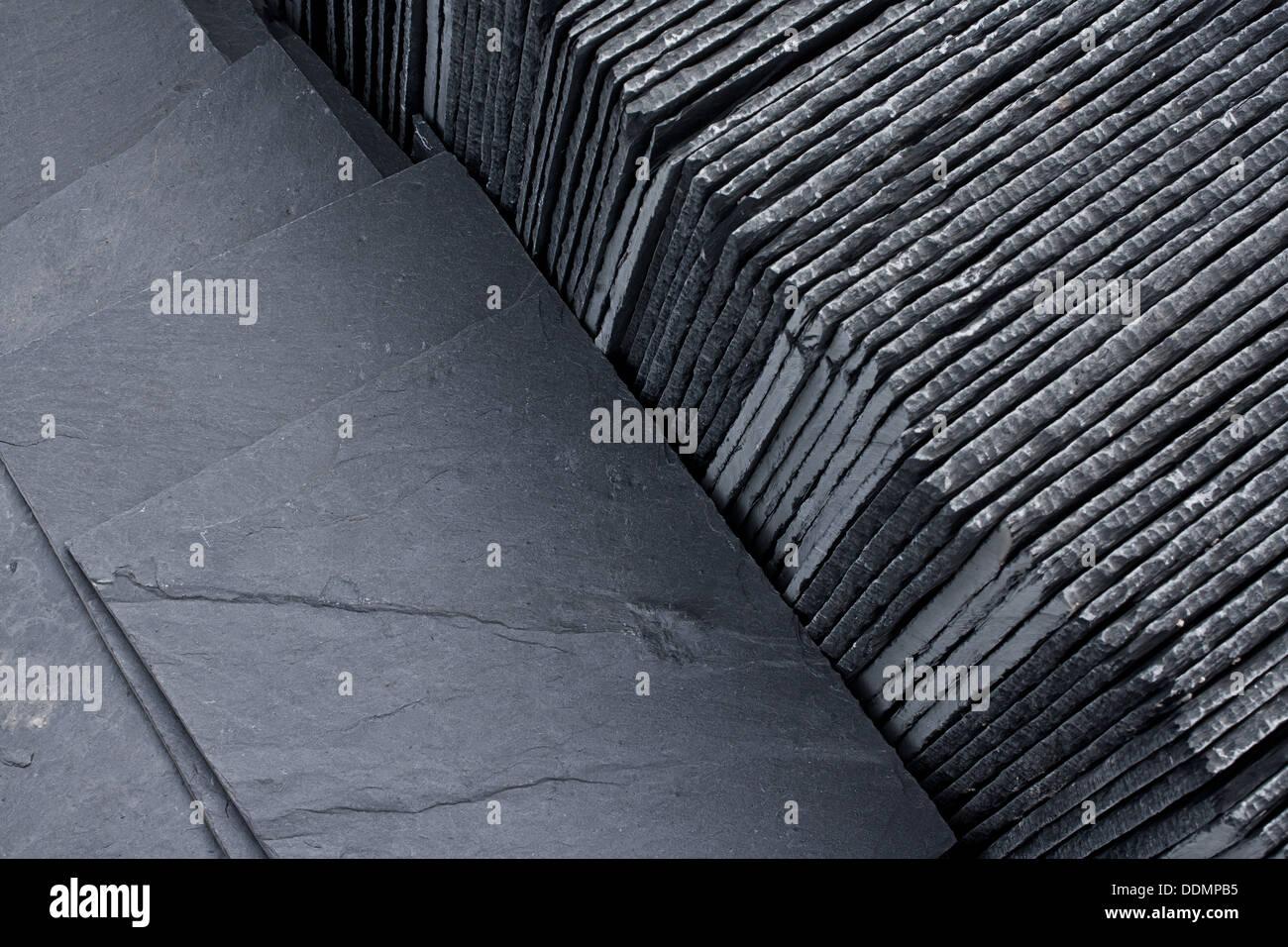 Ardesia per tetti di piastrelle in un pallet pronto per la vendita
