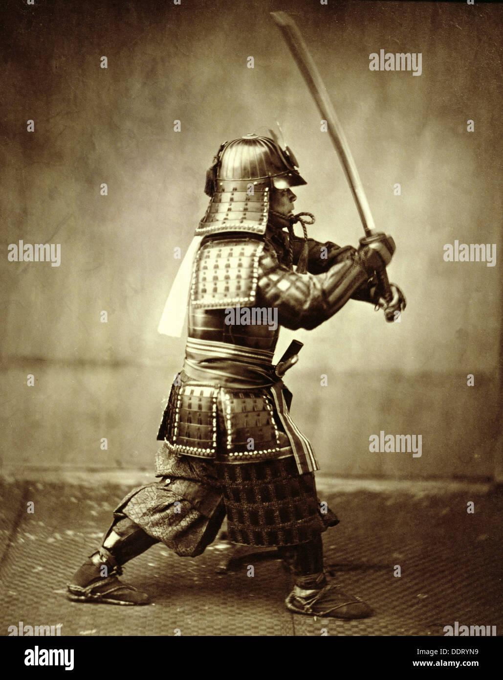 Samurai con spada alzata, c1860. Artista: Felice Beato Immagini Stock