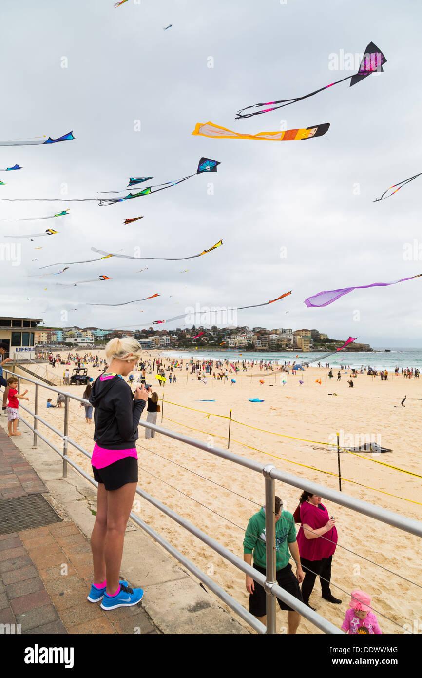 Aquiloni volare alla Bondi Festival di venti 2013, Sydney Australia Immagini Stock