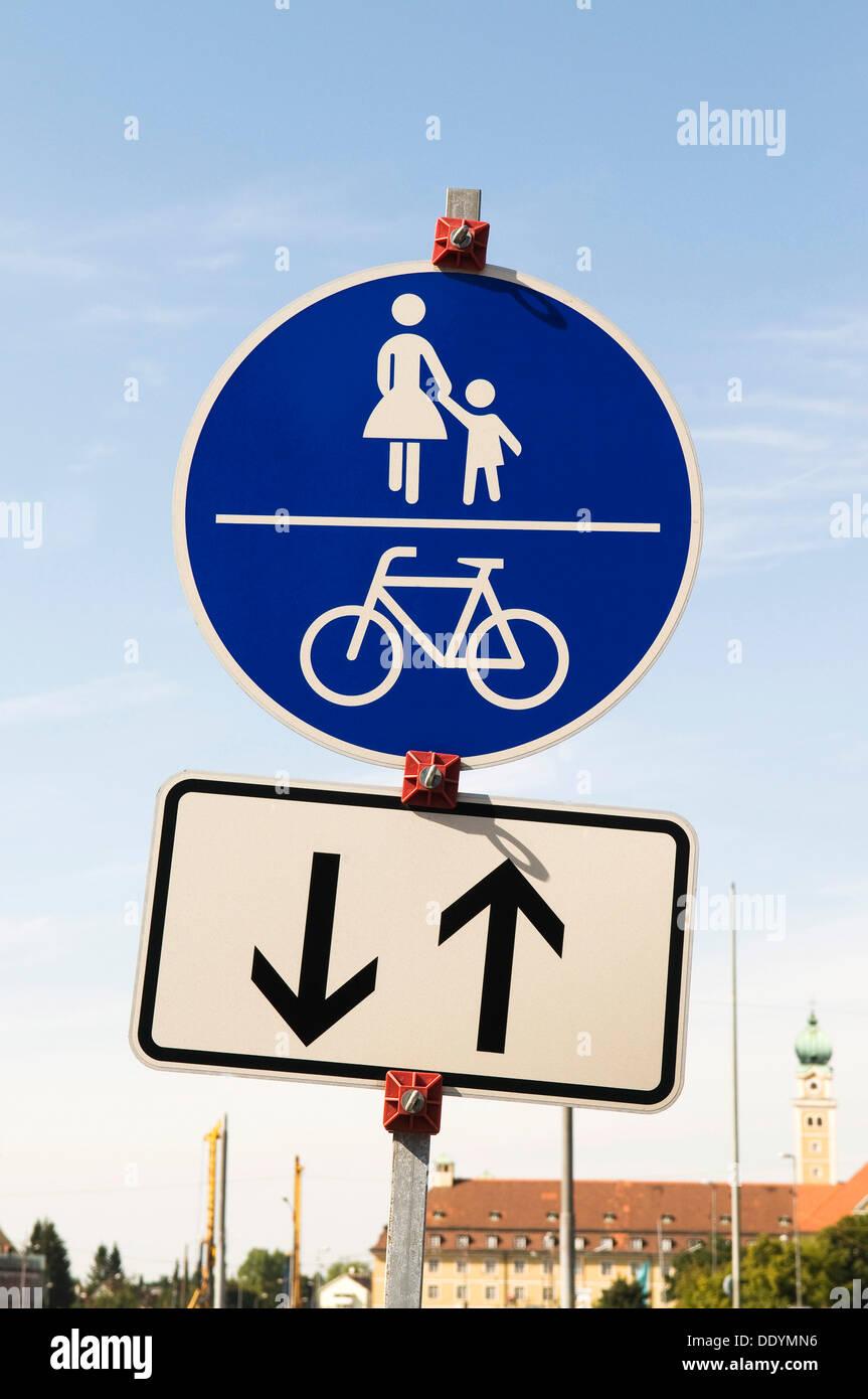 Pedonale e ciclabile segno per veicoli che sopraggiungono in senso ...