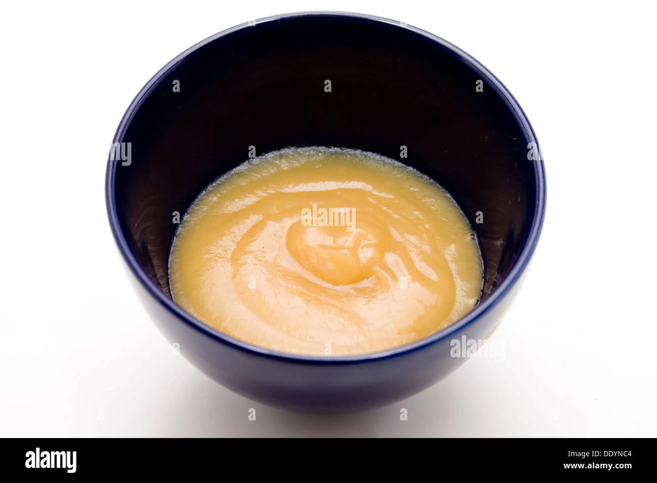 La salsa di mele nel recipiente Immagini Stock
