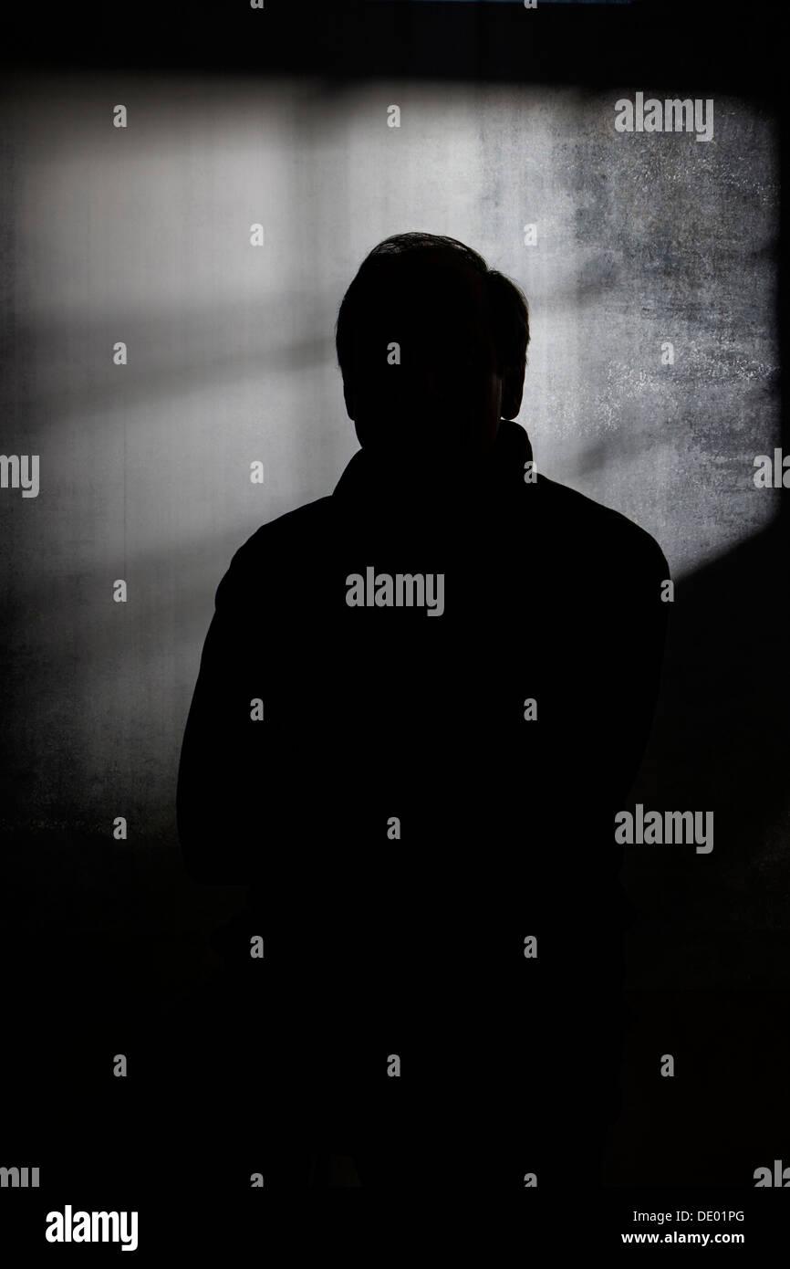 Silhouette drammatico ritratto in studio dell'uomo Immagini Stock