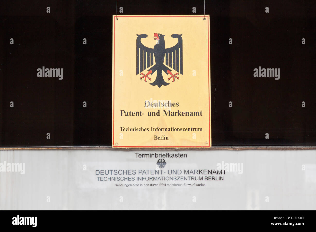 Ufficio In Tedesco : Segno finestra sporca scritte deutsches patent und markenamt