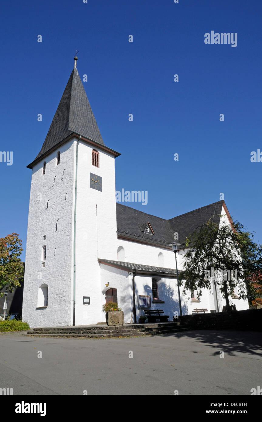 Bunte Kerke, una chiesa evangelica, villaggio chiesa, Lieberhausen, Gummersbach, Bergisches Land, Renania settentrionale-Vestfalia Immagini Stock
