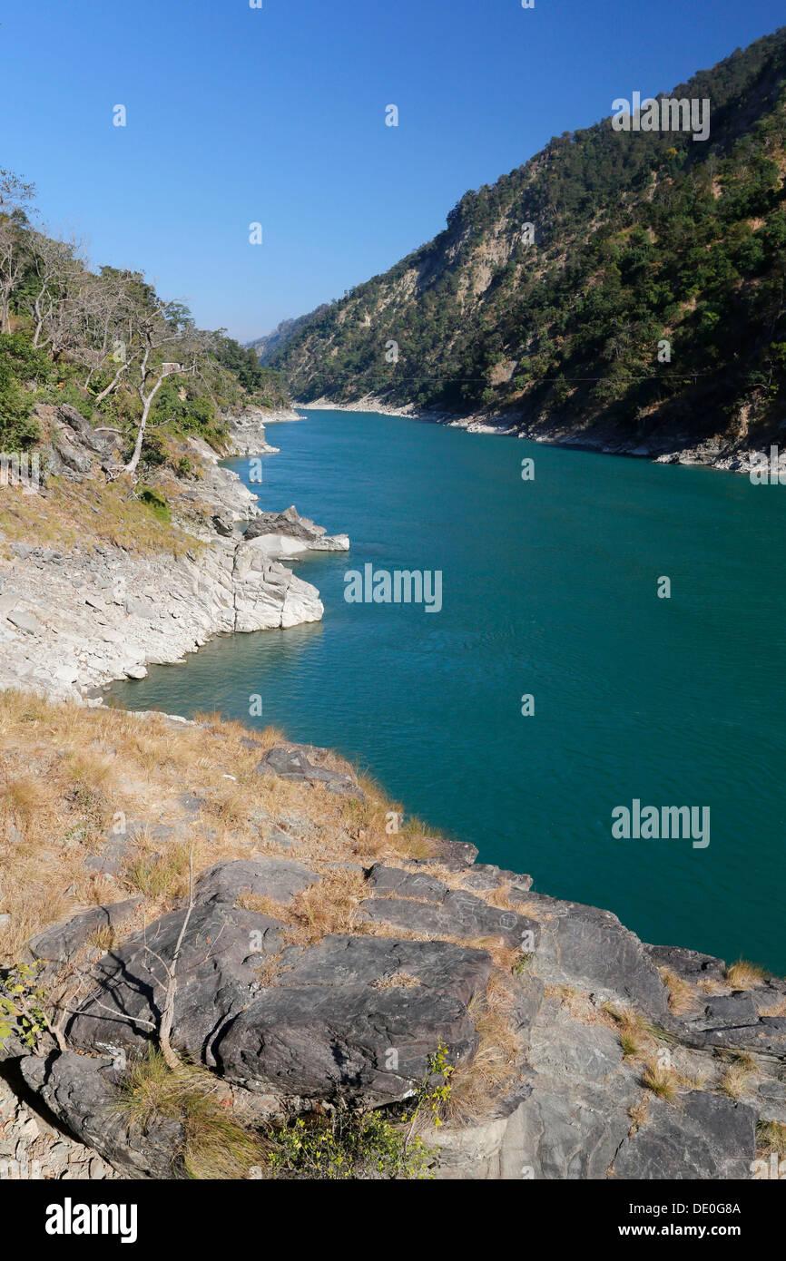 """Rocce presso il Karnali o Ghaghara river, in sanscrito """"urmur dell'acqua', in Chisapani Immagini Stock"""