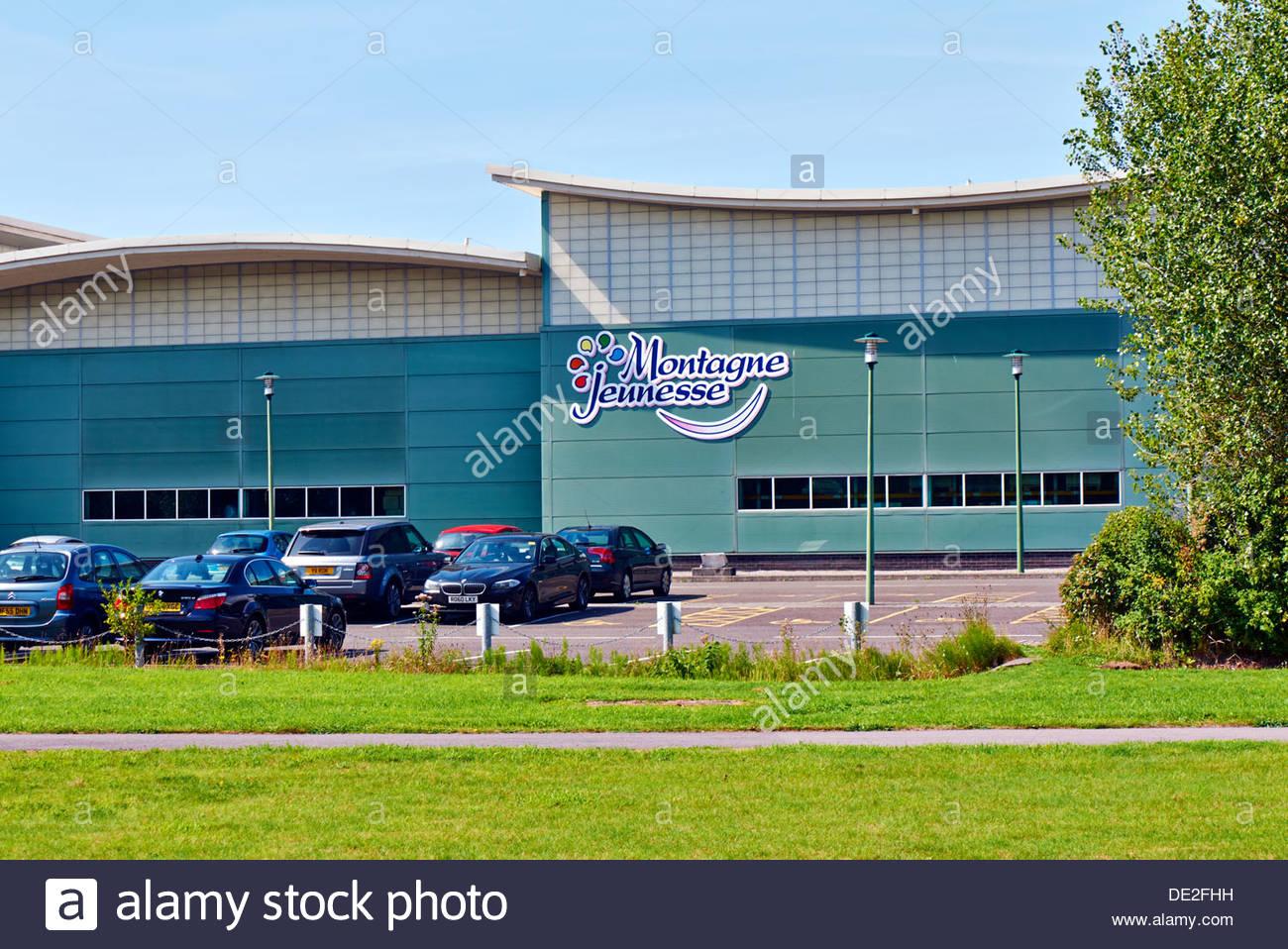 Il montagne jeunesse beauty product factory sulla baia di Baglan Energy Park, vicino a port talbot South wales uk Immagini Stock