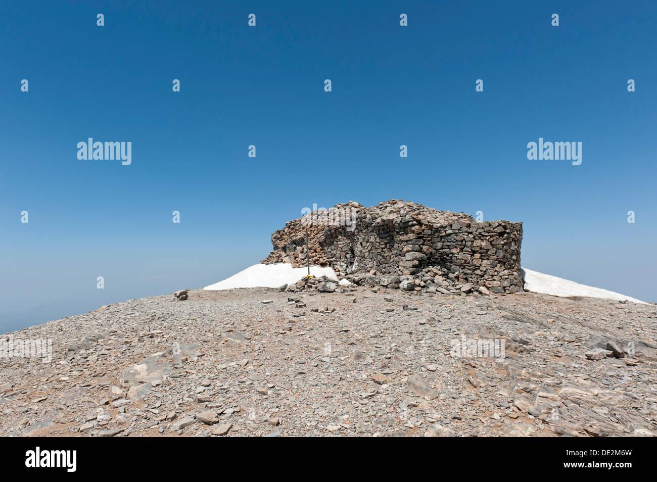 Greco-ortodossi cappella costruita di pietra grezza, Psiloritis mountain o Monte Ida, la montagna più alta di Creta, 2456 m Immagini Stock