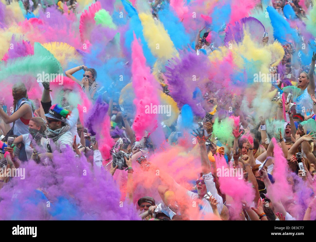 Berlino, Germania, la vernice in polvere la battaglia di Indian Holi festival Immagini Stock