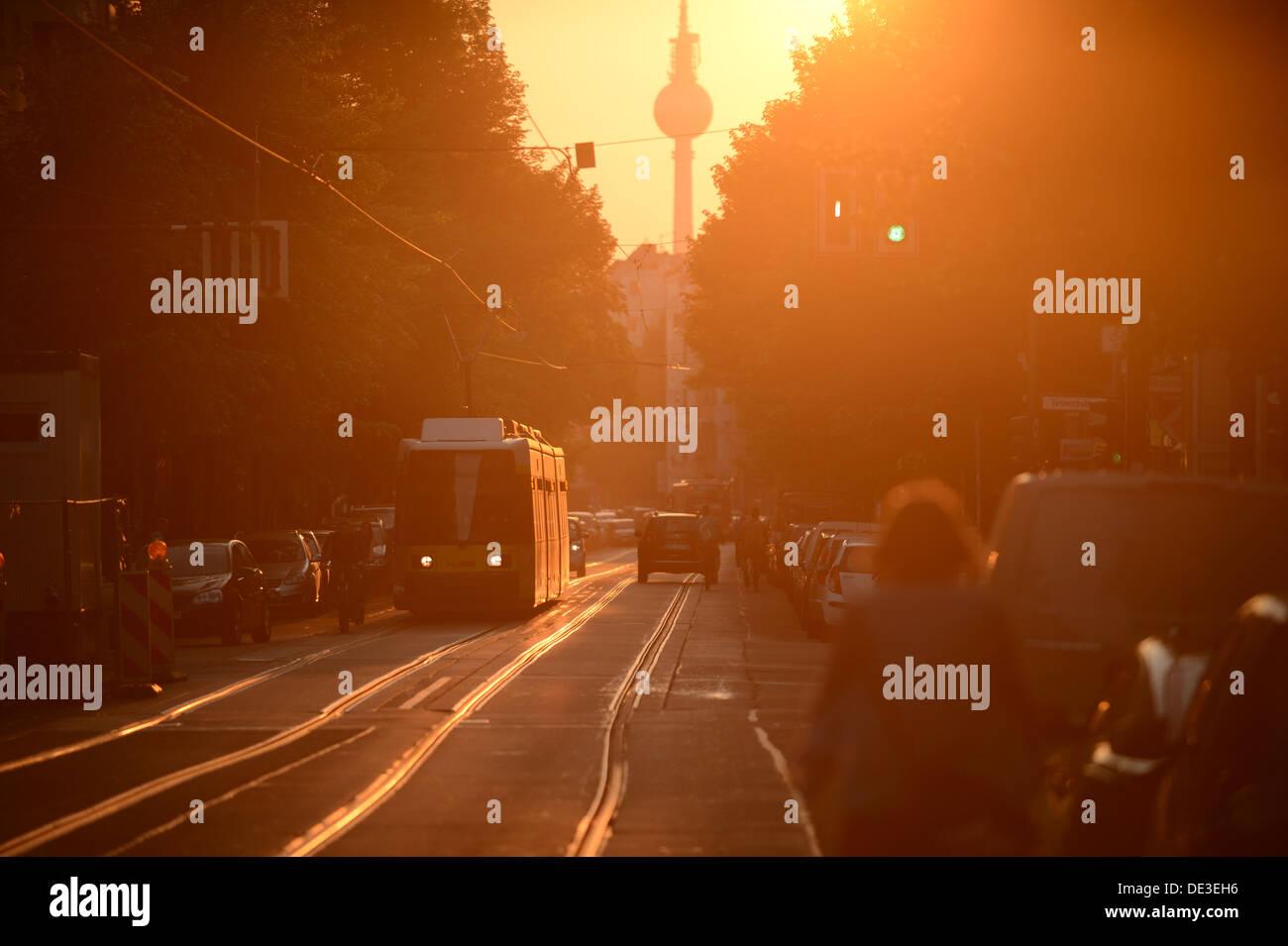 Berlino, Germania, il tram in Wühlischstrasse a Friedrichshain- Kreuzberg Immagini Stock