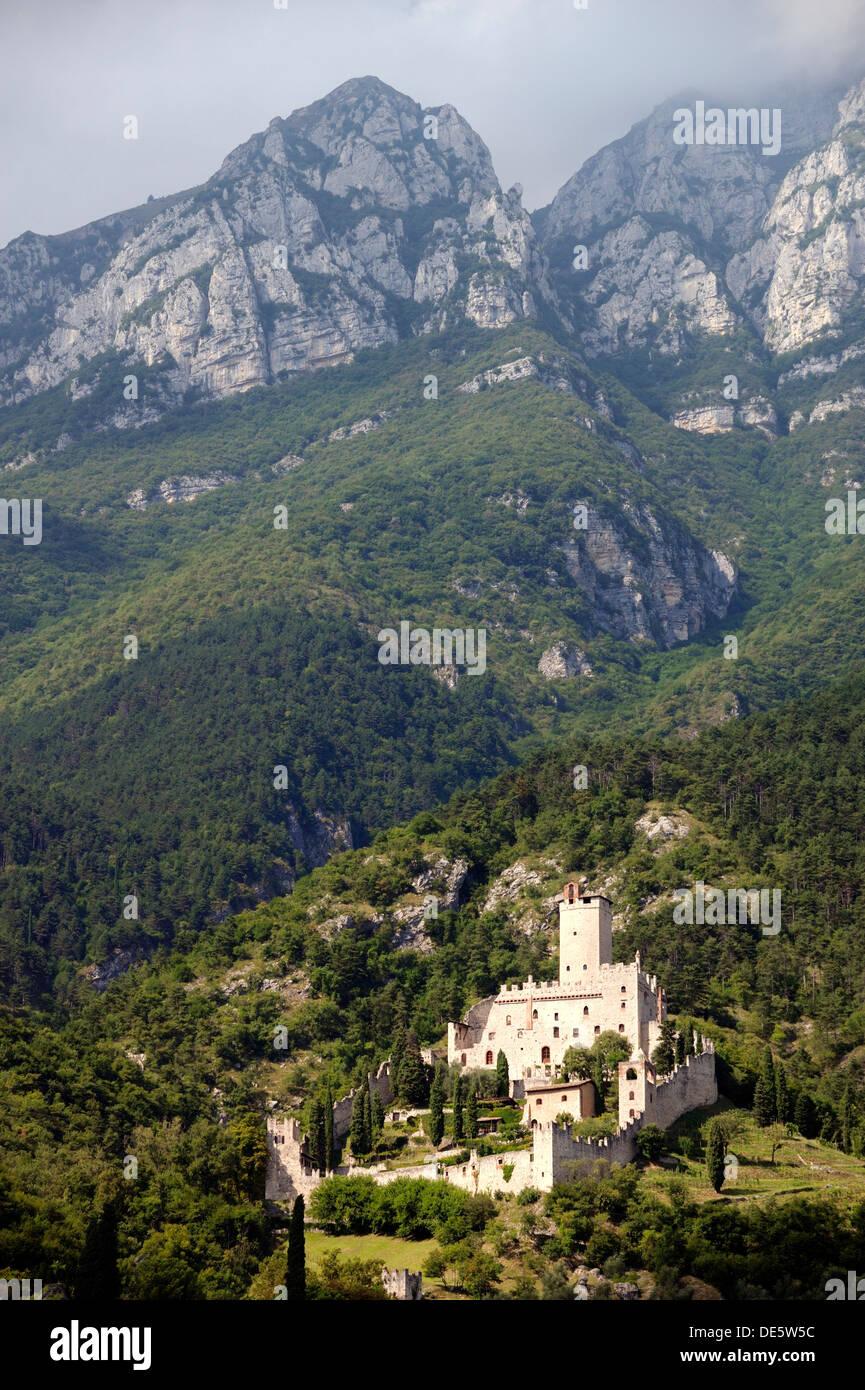 Il Castello di Sabbionara castello medievale a Avio in Sud Tirolo, Alto Adige, Trentino Regione Italia Immagini Stock