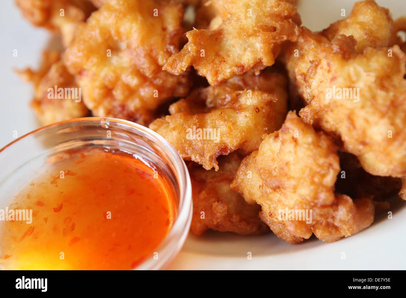 Deep panate pepite di pollo con patatine Immagini Stock
