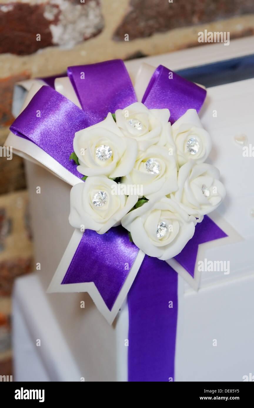 Fiori Bianchi E Viola.Ricevimento Di Nozze Closeup Dettaglio Della Decorazione E Viola