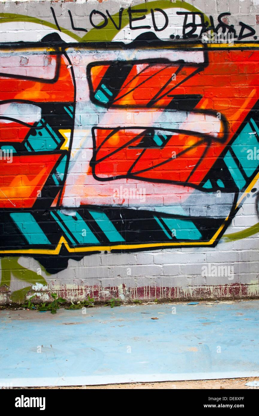 East End di Londra Isola di pesce Hackney Wick graffiti graffitti grafitti grafiti street art lettere colorato colorato dettaglio Immagini Stock