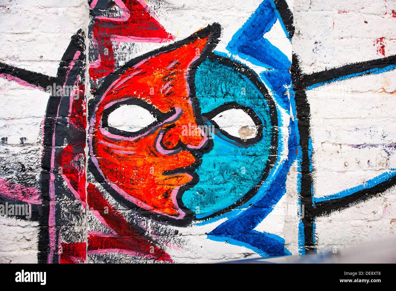 East End di Londra Isola di pesce Hackney Wick graffiti graffitti grafitti grafiti street art lettere colorato colorato dettaglio facce rosso bianco blu Immagini Stock