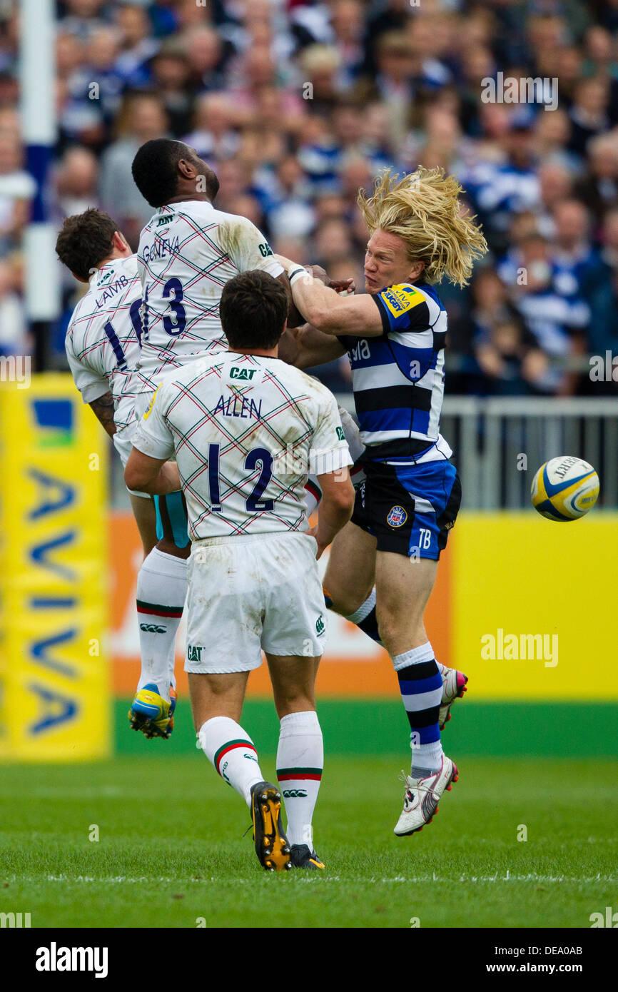 BATH, Regno Unito - Sabato 14 settembre 2013. Azione dalla Aviva Premiership match tra Bath Rugby e Leicester Tigers. Credito: Graham Wilson/Alamy Live News Immagini Stock