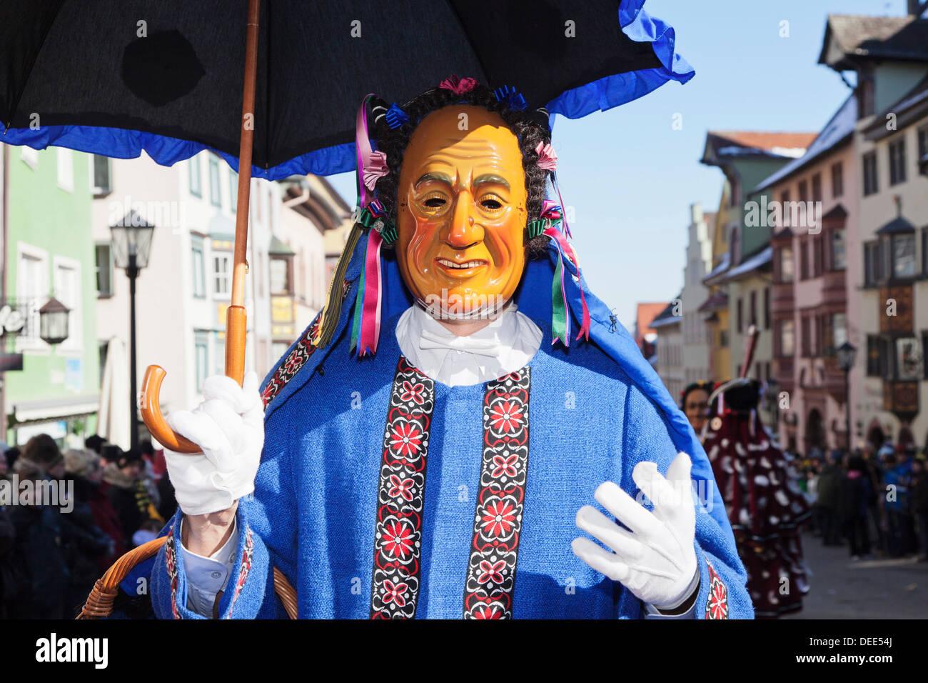 Uomo in costume tradizionale (Schantle), Narrensprung, Rottweiler Fasnet, Rottweil, Foresta Nera, Baden Wurttemberg, Germania Immagini Stock