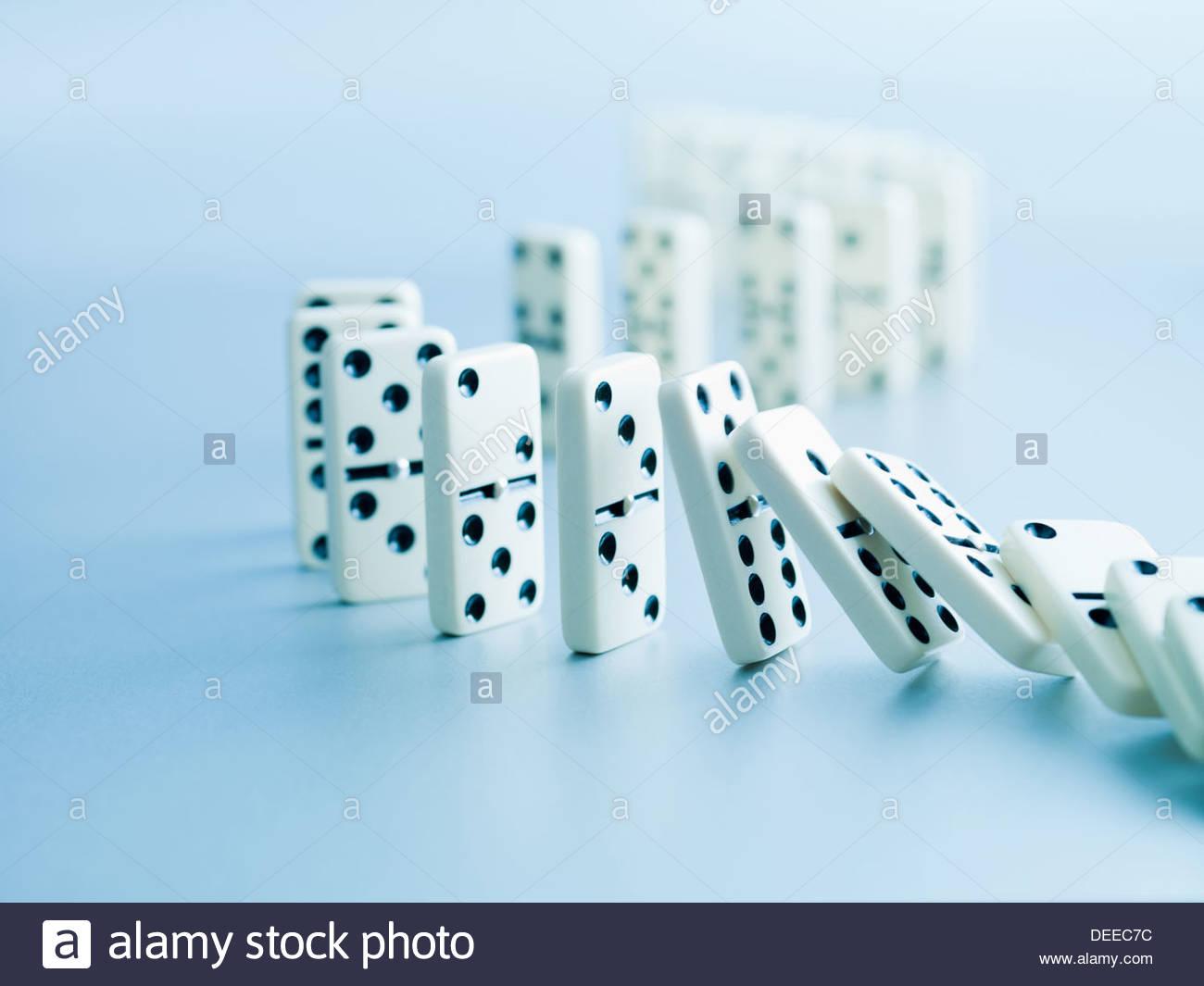 L'effetto domino che rientrano in una riga Immagini Stock