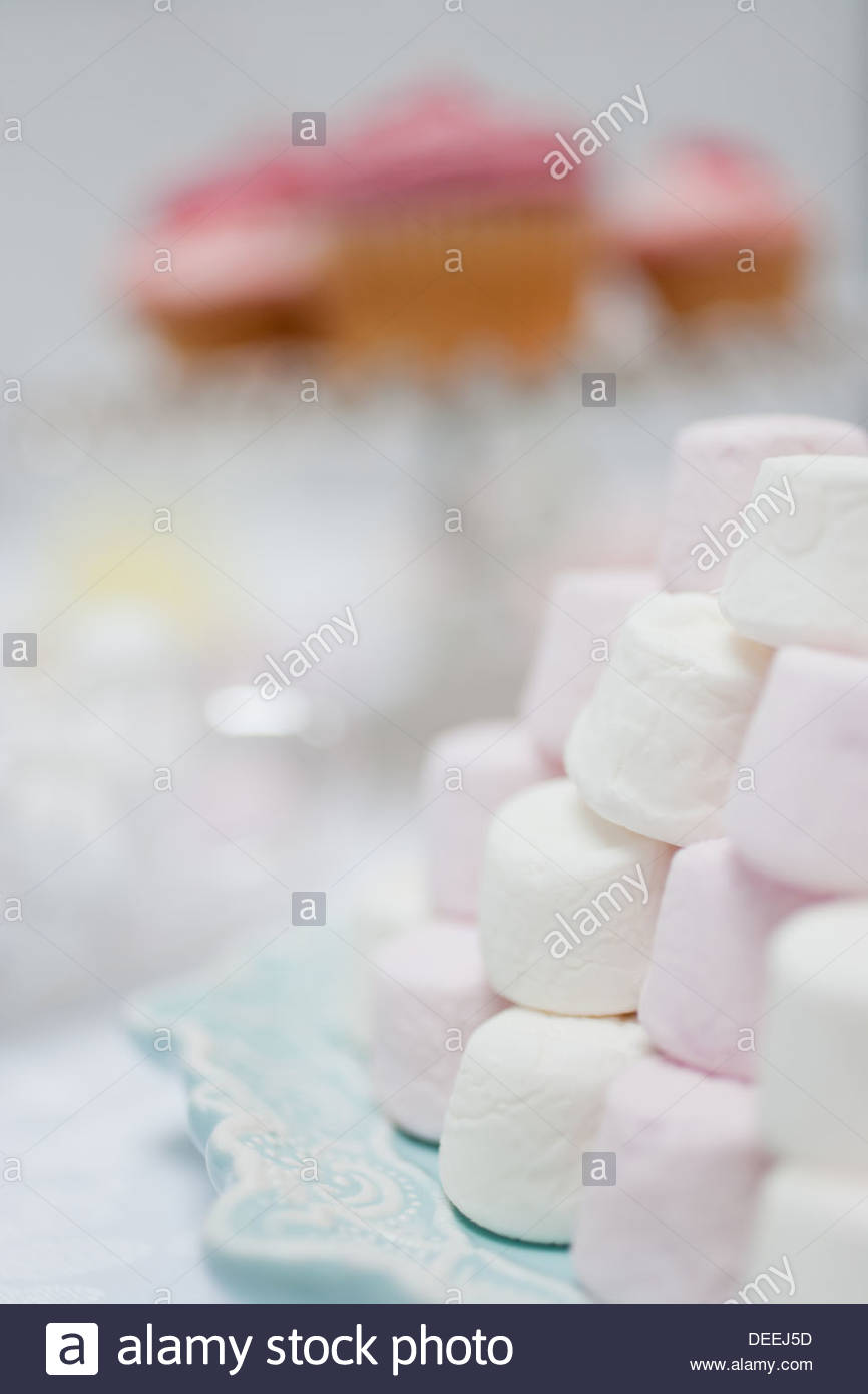 Pila di color pastello marshmallows Immagini Stock