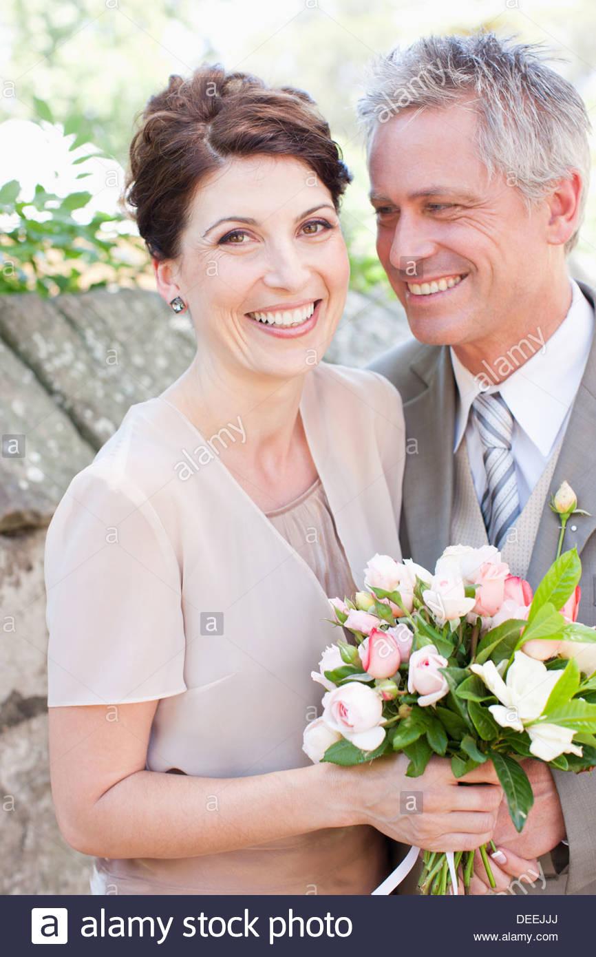 Coppia sposa e lo sposo sorridente Immagini Stock