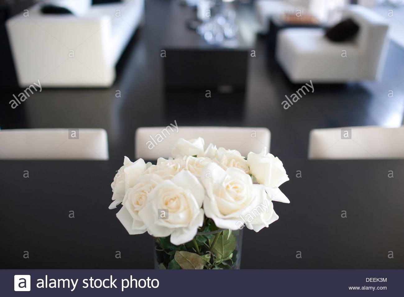 Le Rose in casa moderna Immagini Stock