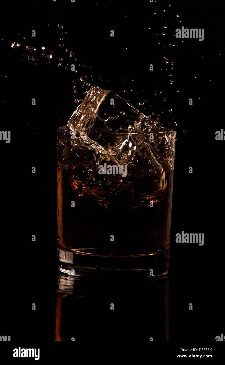 Spruzzata di whisky Immagini Stock