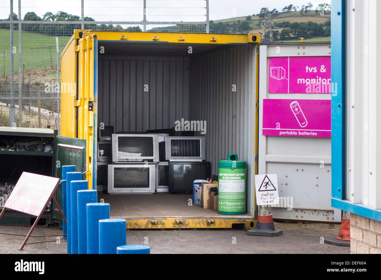 TV - riciclaggio di vecchi televisori oggetto di pratiche di dumping con un deposito di rifiuti, Scozia Immagini Stock