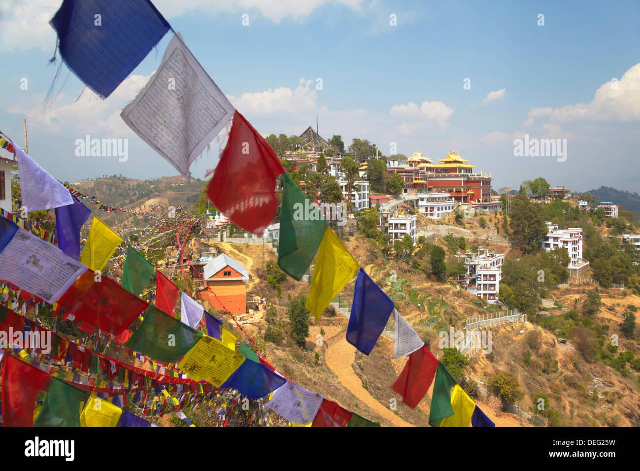 Thrangu Tashi Yangtse monastero all'interno complesso Namobuddha, Dhulikhel, Valle di Kathmandu, Nepal, Asia Immagini Stock