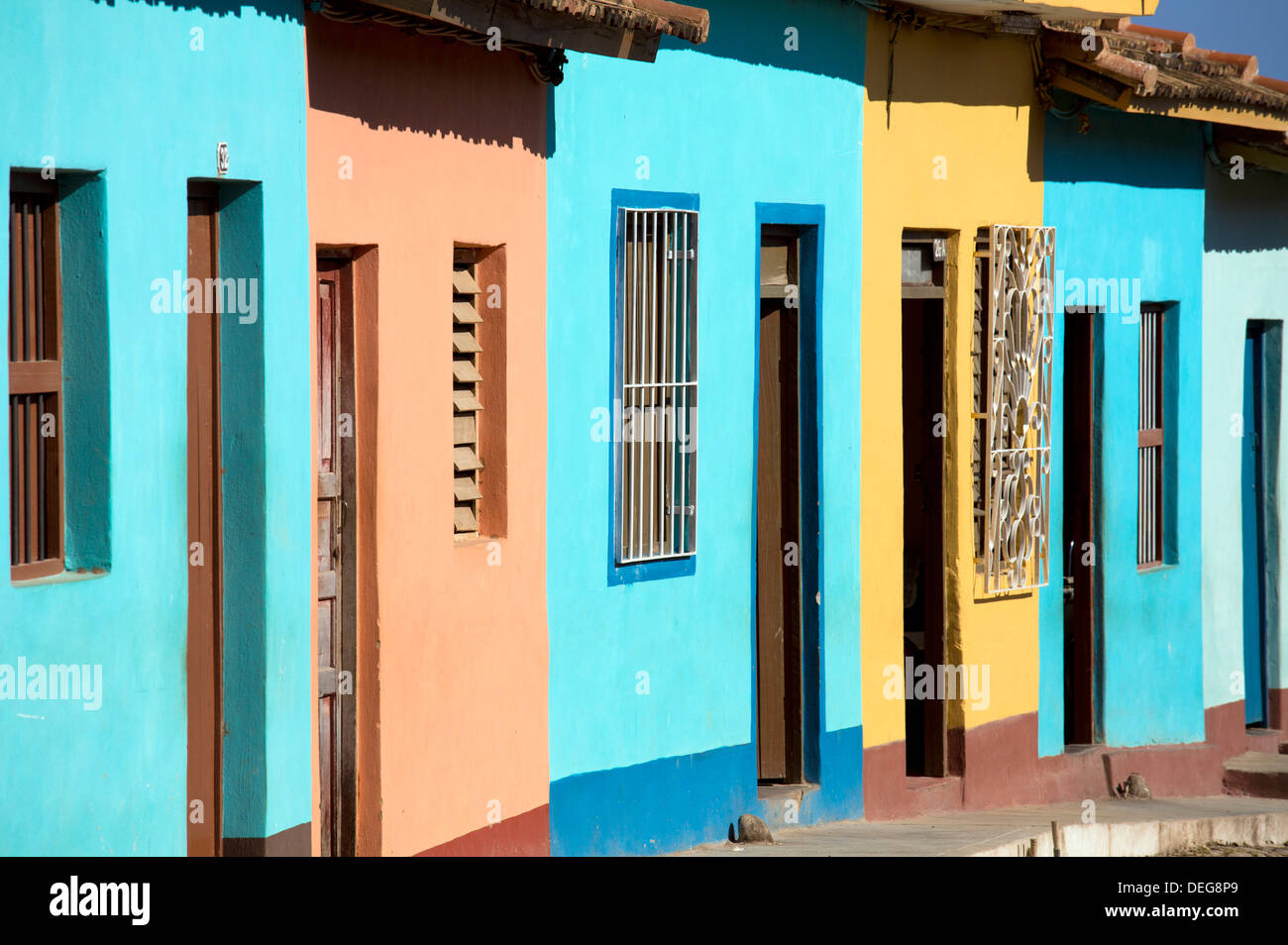 Fila di case coloniali dipinte di colori luminosi, Trinidad, Sito Patrimonio Mondiale dell'UNESCO, Cuba, West Indies, America Centrale Immagini Stock