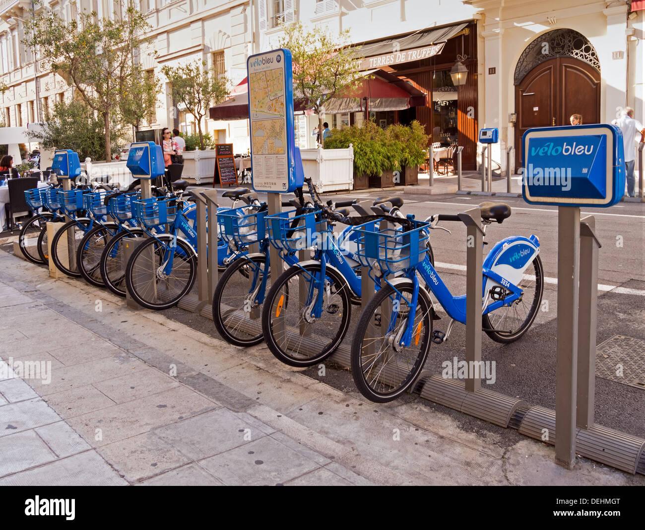 Velo bleu - Blu noleggio biciclette - eco-friendly, verde trasporti in Nizza, Francia Immagini Stock