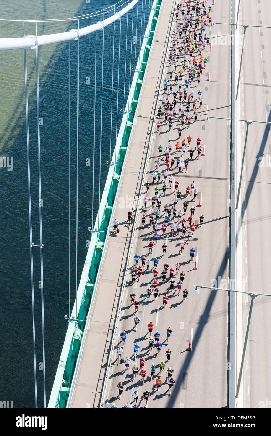 Vista dal ponte di Älvsborg per persone al di sotto, Göteborg, Svezia, Europa Immagini Stock