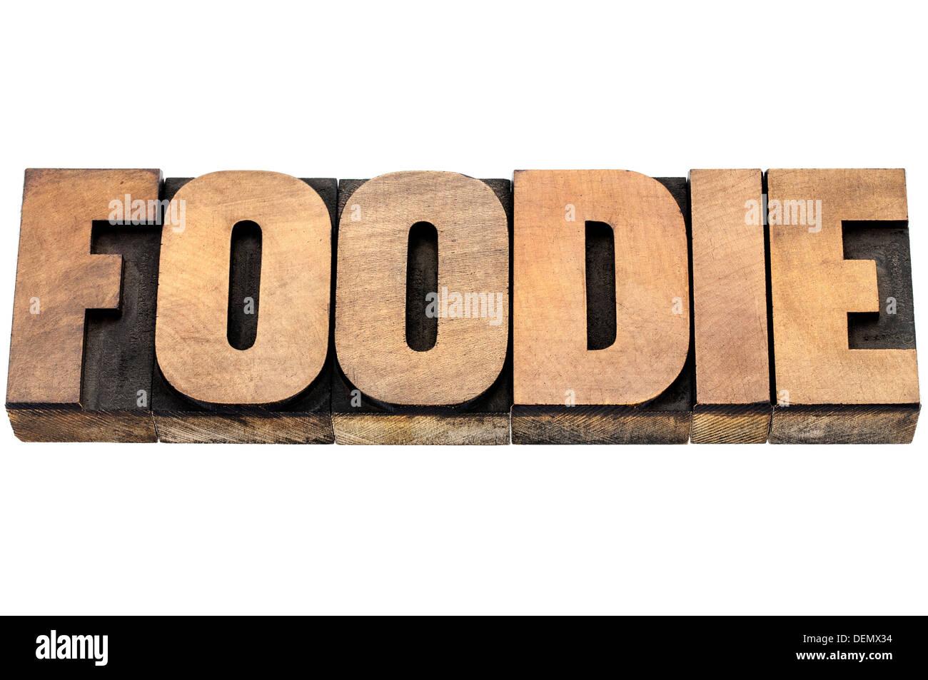 Buongustai word - testo isolato in rilievografia tipo legno Immagini Stock