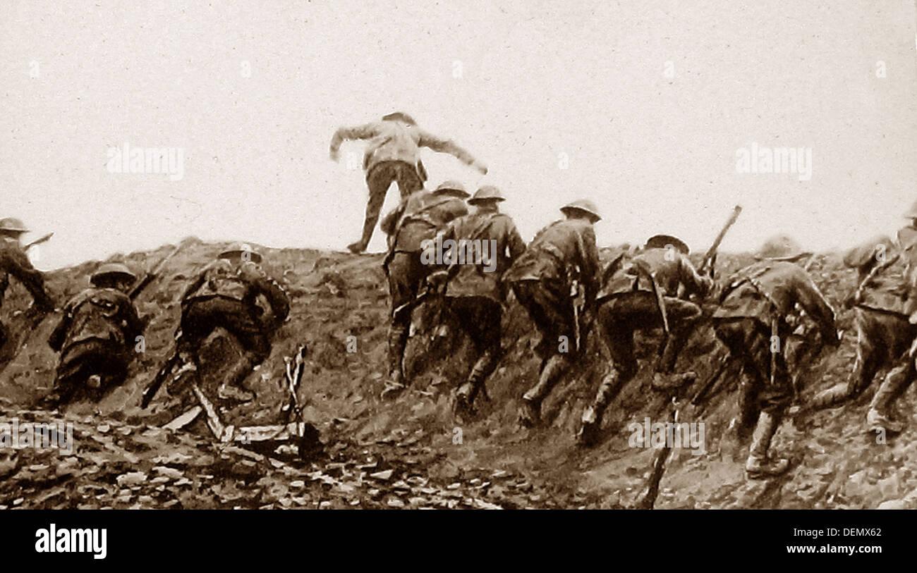 Sopra la parte superiore - una guerra di trincea durante il WW1 Immagini Stock