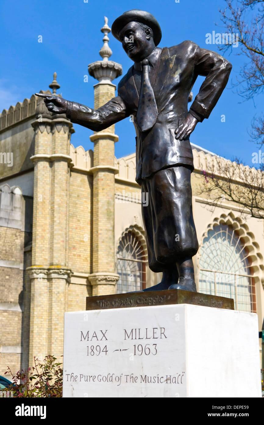 Max Miller statua, Cheeky Chappie, Pavilion Gardens Strada Nuova, Brighton East Sussex, Inghilterra, Regno Unito. Foto Stock