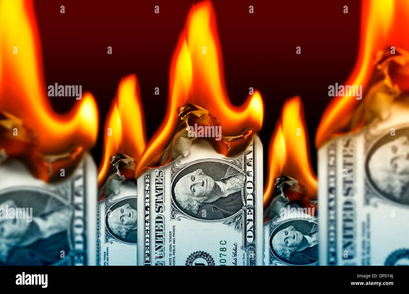 La masterizzazione di uno-fatture del dollaro, stato di indebitamento degli STATI UNITI D'AMERICA, Brennende Ein-Dollar-Scheine, Staatsverschuldung der USA Immagini Stock