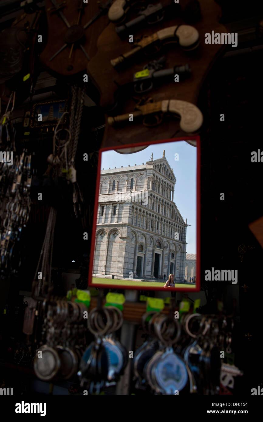 Vendita di souvenir in Pisa, Toscana, Italia, Europa Immagini Stock