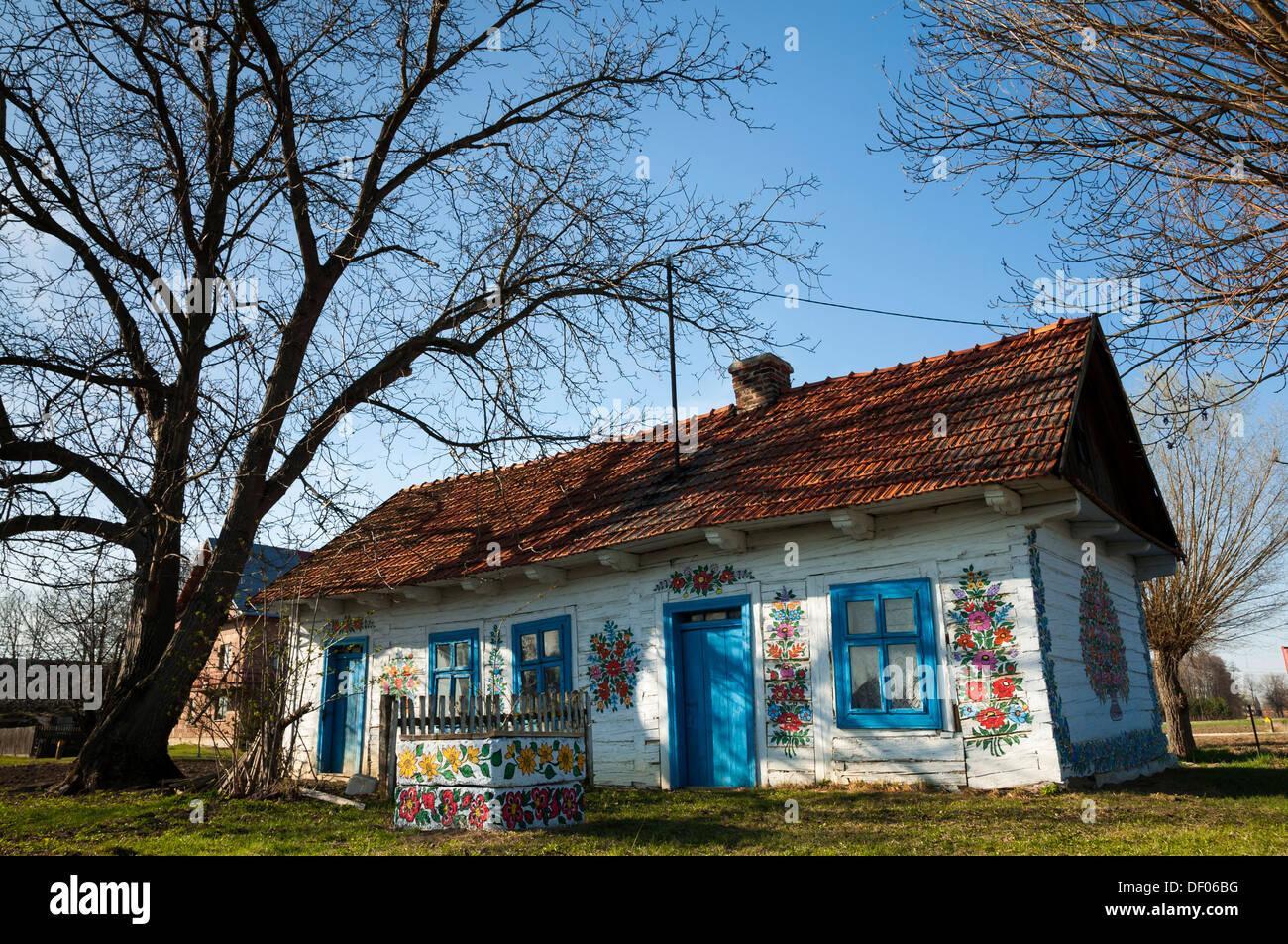 Tradizionale Antica Casa In Legno Dipinto Con Fiori Colorati Villaggio Zalipie Vicino A Tarnow Piccola Polonia Europa