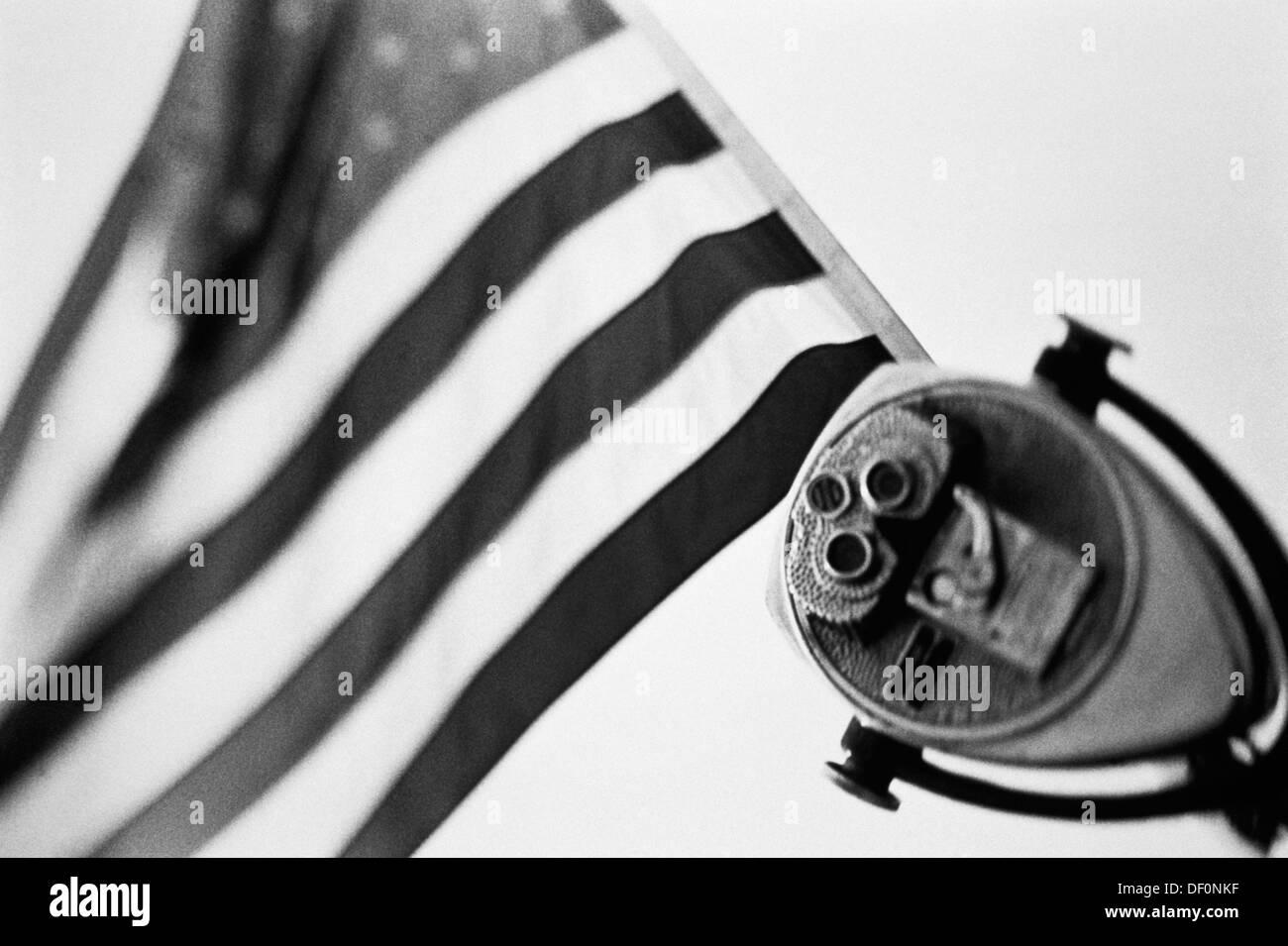 Stati Uniti d'America, bandiera americana, telescopio, close-up. Immagini Stock