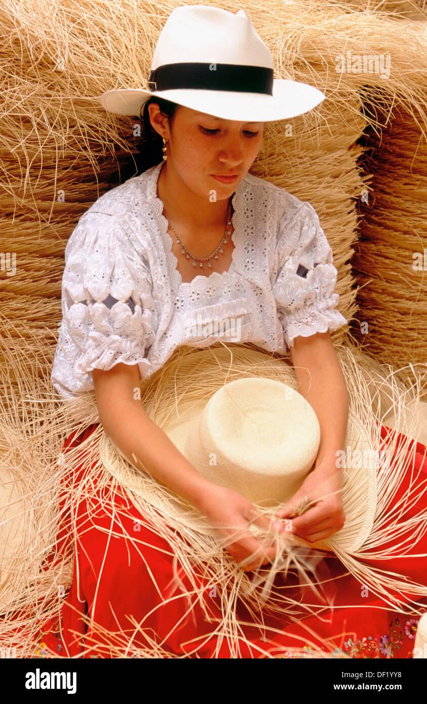 Tessitura di un cappello di Panama. A Cuenca. Azuay provincia. Ecuador  Immagini Stock 3310e0328584
