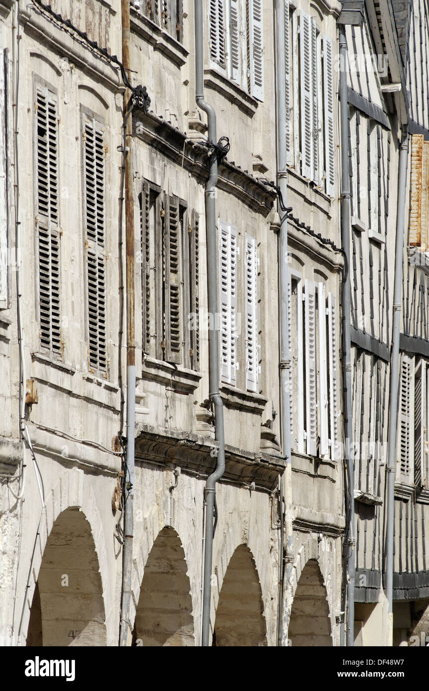 Il soberness e nobiltà del XVIII secolo dagli armatori case. La città di La Rochelle. Porto fortificato e porto sul Immagini Stock