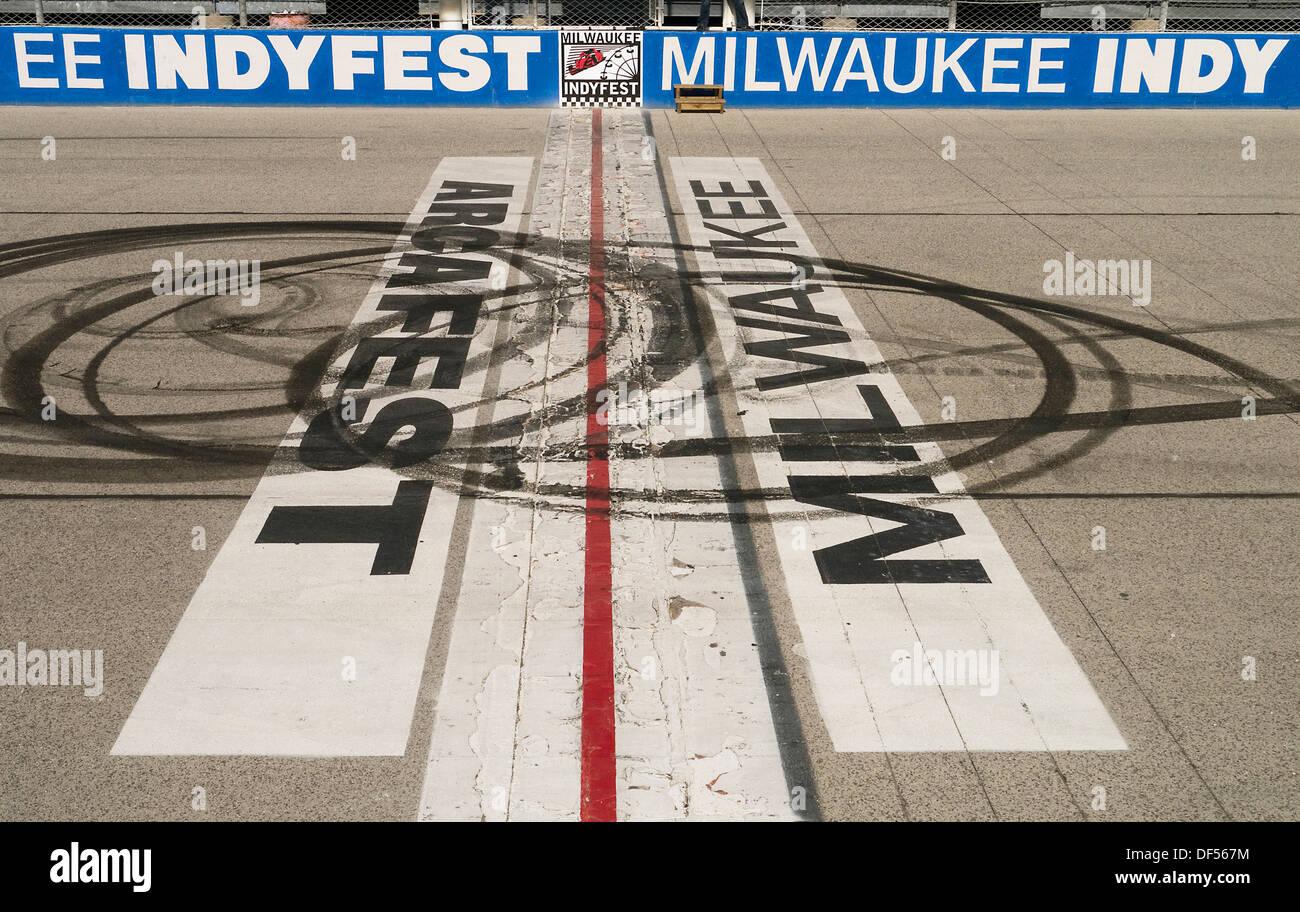 Avviare traguardo al Milwaukee Mile race track Wisconsin USA Immagini Stock