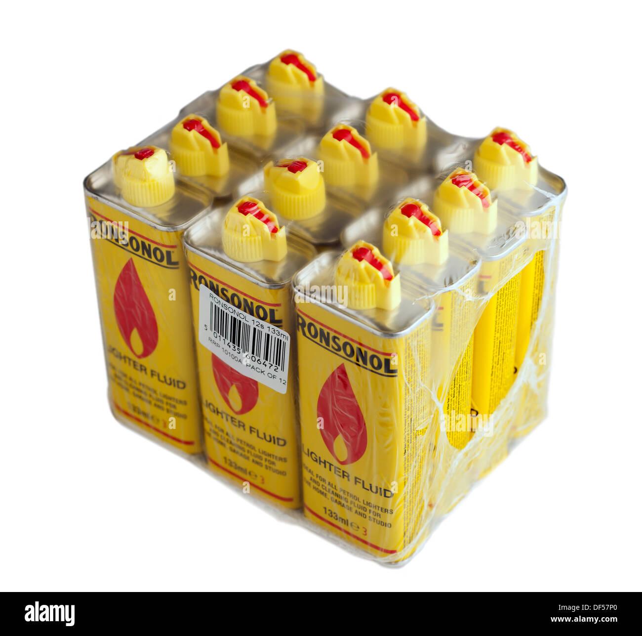 Dodici lattine di accendino Ronsonol fluido combustibile cellophane avvolto Immagini Stock