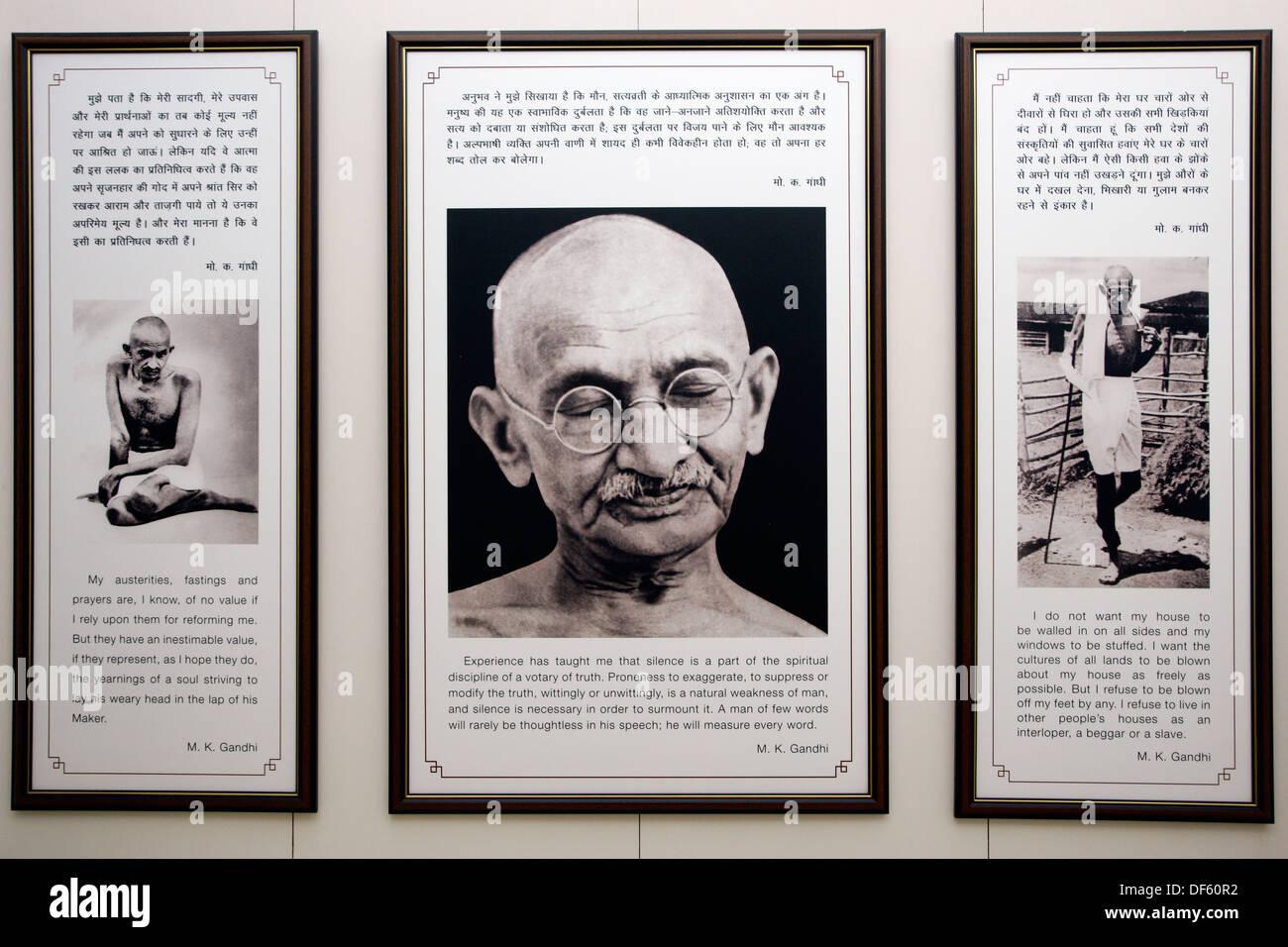 India, Uttar Pradesh, New Delhi, Pensieri e parole di Mahatma Gandhi visualizzato nel Museo Gandhi Immagini Stock