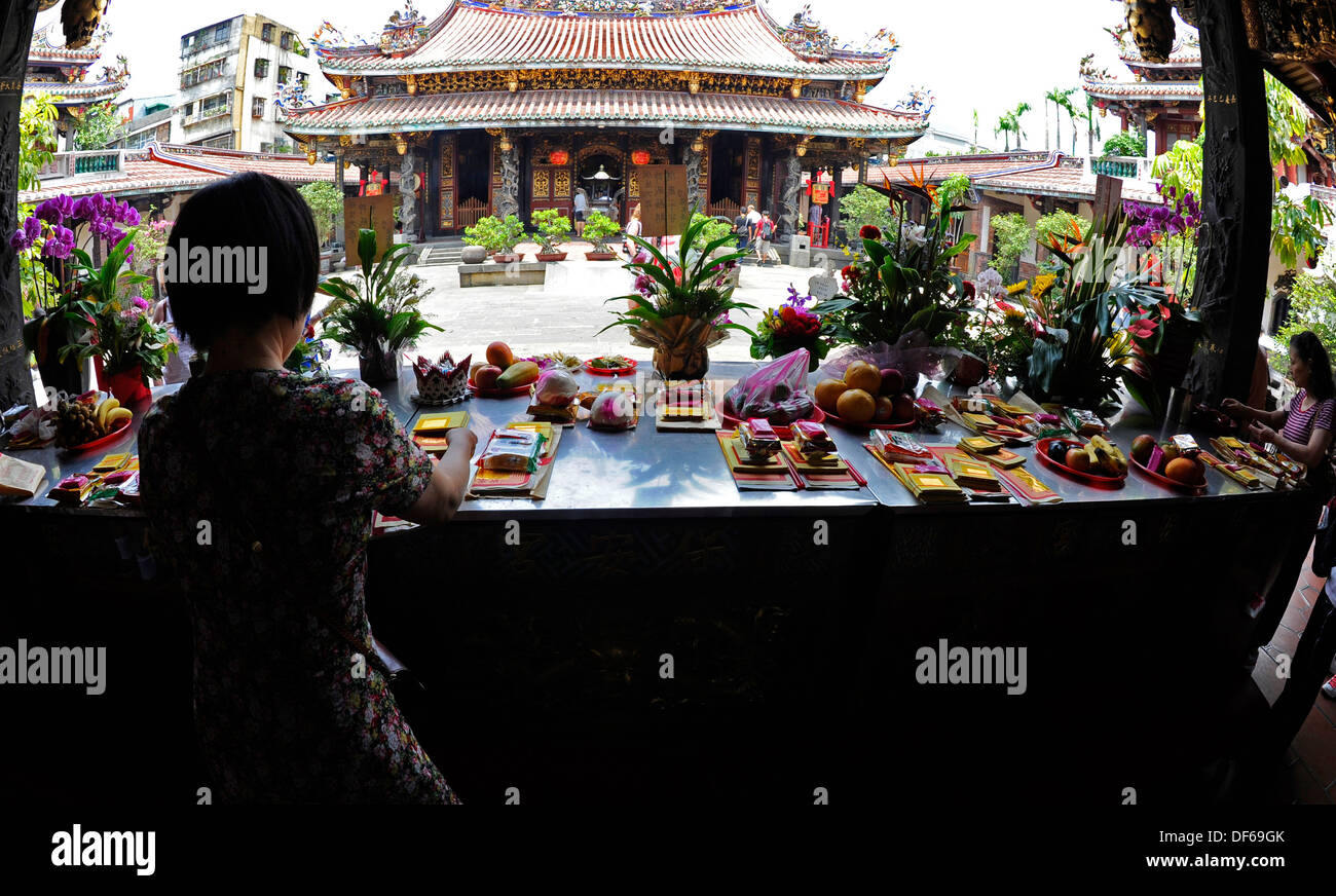 La Credenza Di Nonna Nara : Temple worships immagini fotos stock alamy