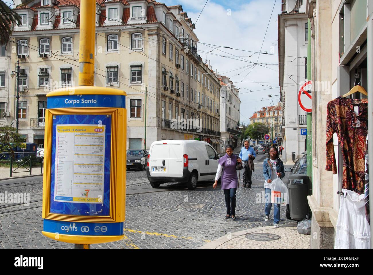 Largo do Corpo Santo fermata di transito. Chiado. Lisbona, Portogallo Immagini Stock
