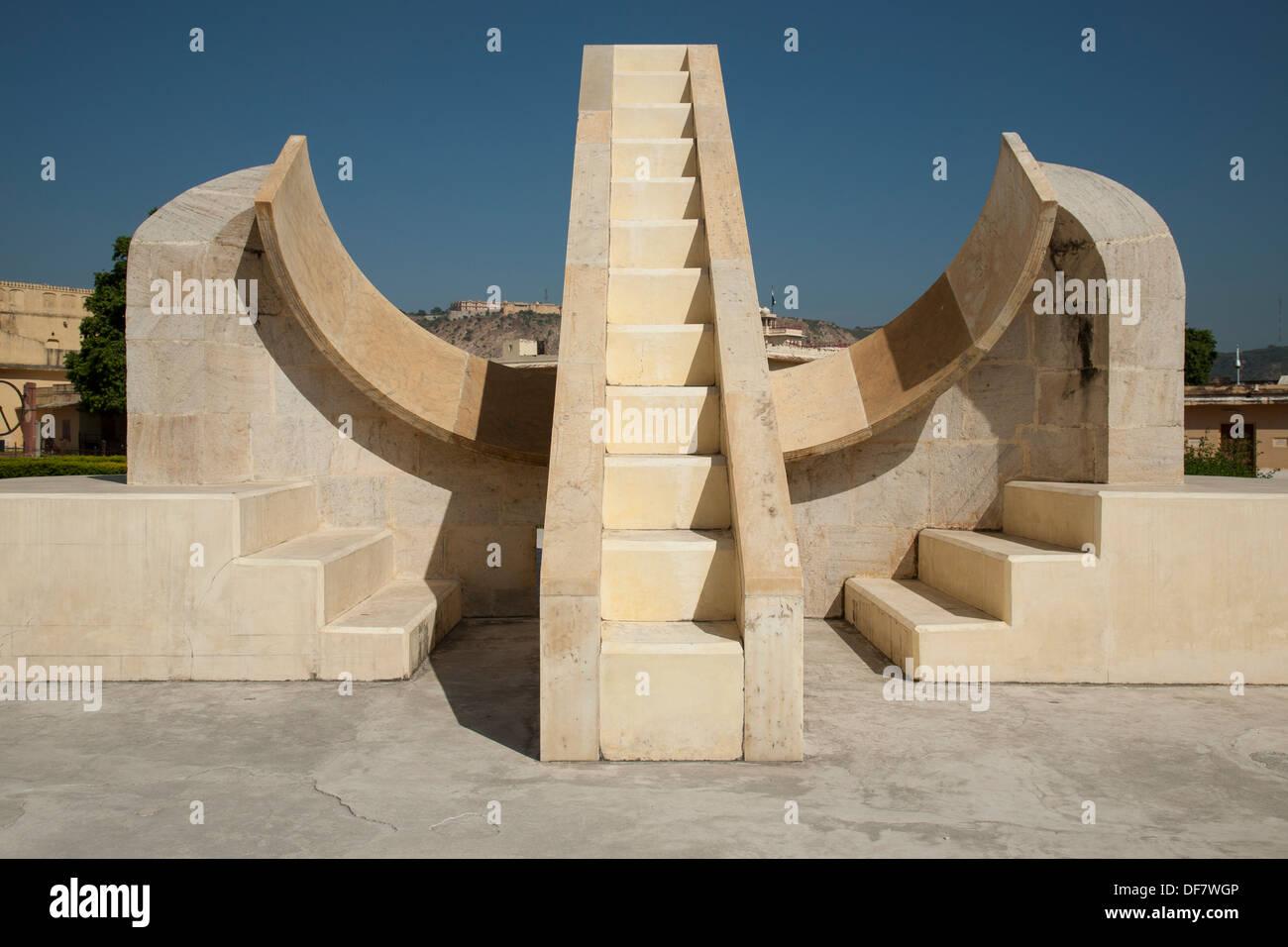 Jantar Mantar di Jaipur è un array di architettura di strumenti astronomici e letteralmente significa strumento di calcolo. Immagini Stock