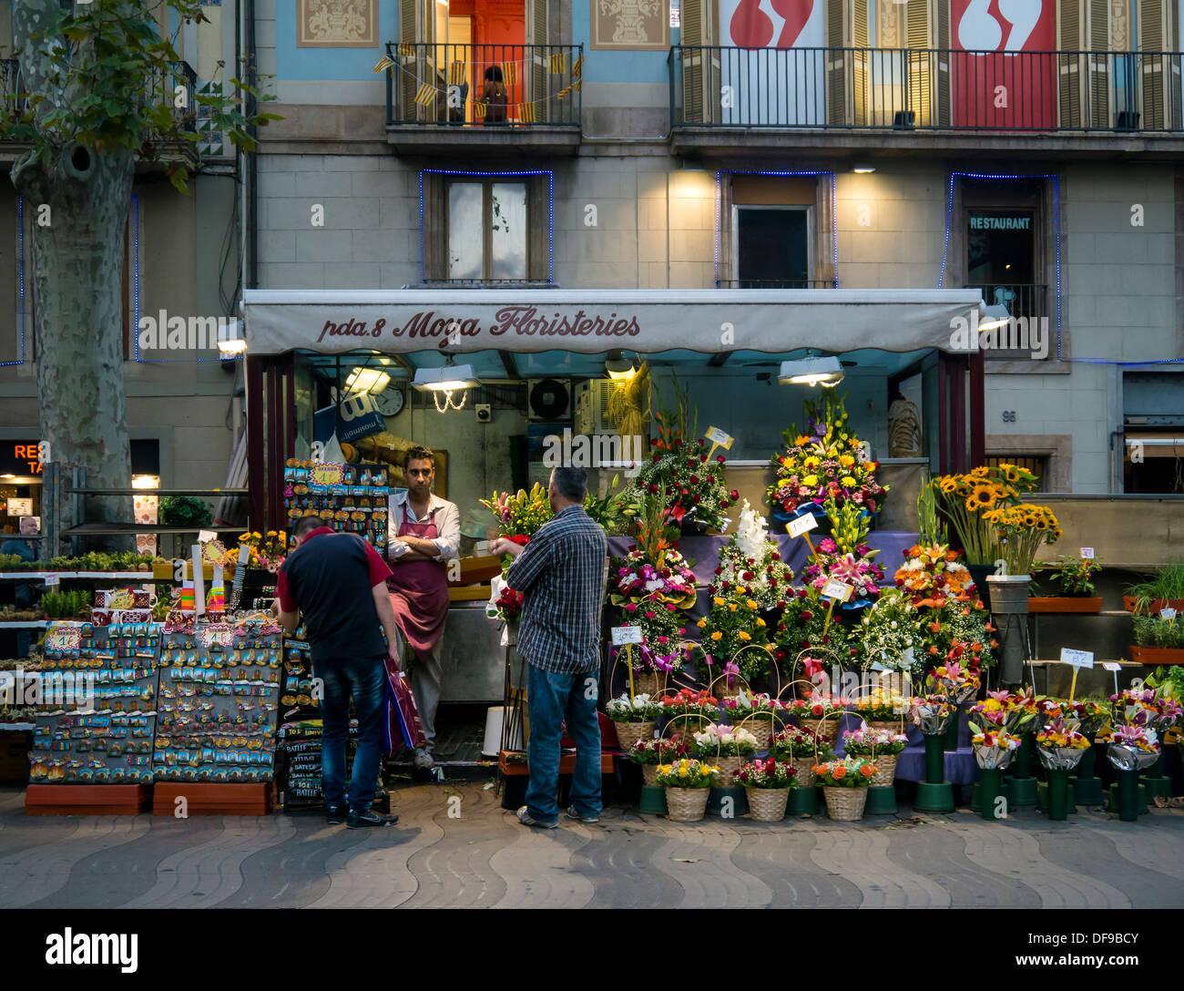 Piuttosto un fioraio stallo a su La Rambla Barcelona Ramblas, Barcelona Immagini Stock