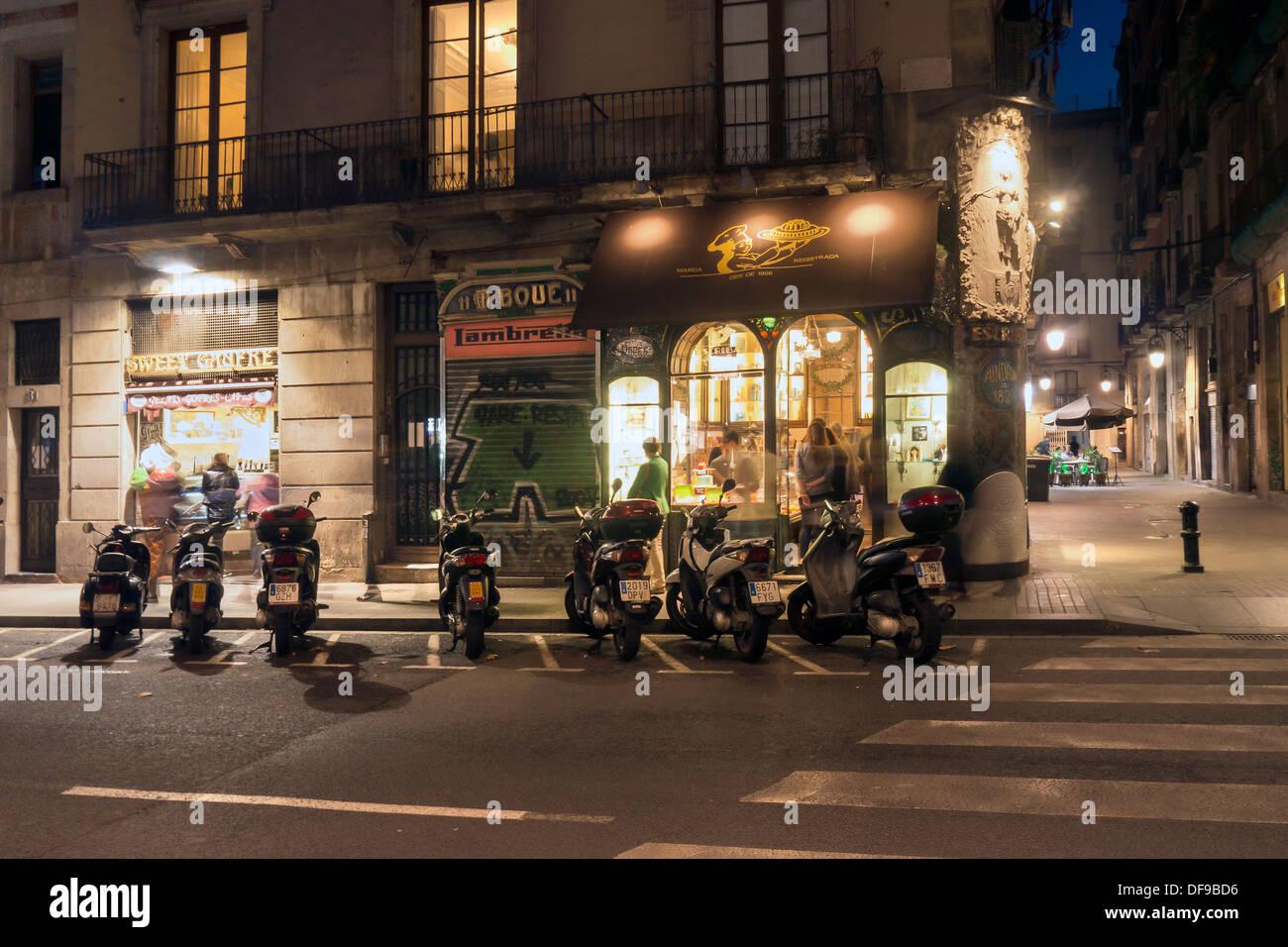 Grazioso angolo di strada scena notturna su La Rambla Barcelona Ramblas Immagini Stock