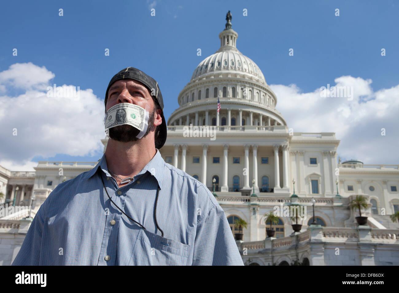 Washington, DC, Stati Uniti d'America. 01 ott 2013. Dipendenti federali protestare contro il governo arresto sul Campidoglio Credito: B Christopher/Alamy Live News Immagini Stock